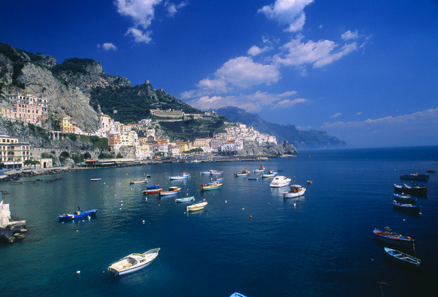 sailing in amalfi coast